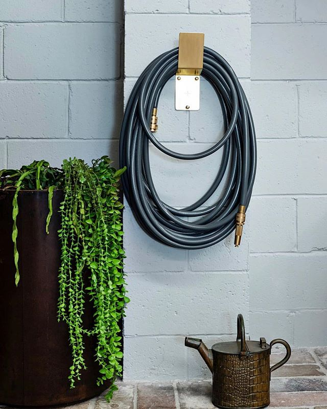 There is no reason why we shouldn't put as much attention to detail into our outdoor spaces as we do our interiors. The outdoor space is an extension of your home where you spend time relaxing and entertaining so why not make tasks like watering the garden feel like a luxury too? We are all about adding the finishing touches to elevate a space. The Leepar Luxe Garden Hose by @robert.plumb ticks all of the boxes for us. We can source statement pieces for your garden to help you take it to the next level. /Photograph: @mtwee1