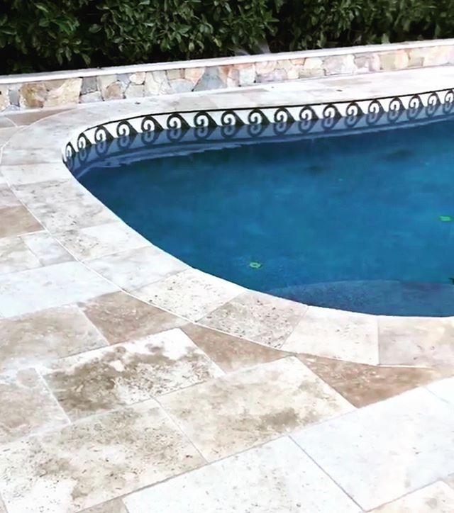 It's the last day to enjoy the pool weather for a while so make the most of it! We are currently looking at this pool wishing we could take a dip and cool off after finishing up the travertine paving. We can't wait to share this project with you once it has been completed. // Design: @mud_landscape_design // Install: @tallowood_landscapes