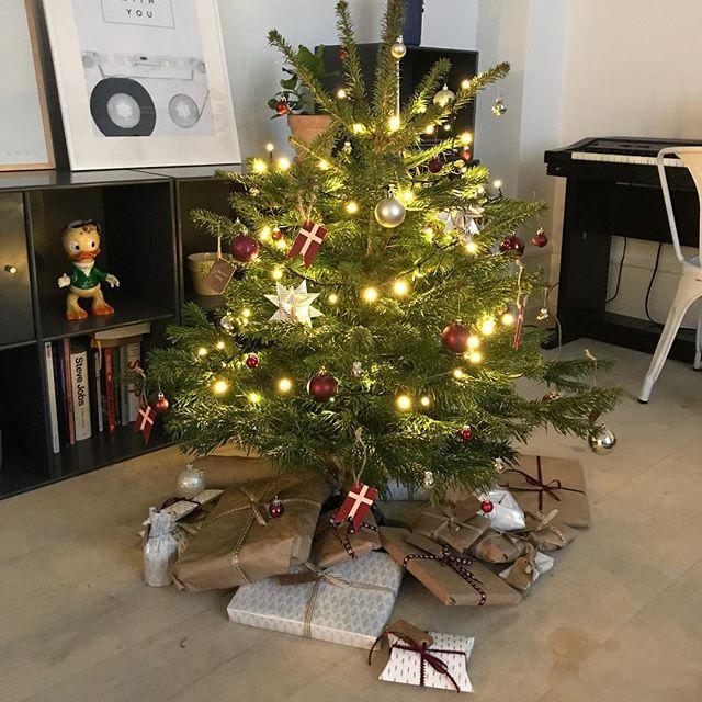 Så blev det jul i det lille hjem! Og alle pakkerne er til mig 😍😁🤩 Takket være fantastiske @nannaflojborg