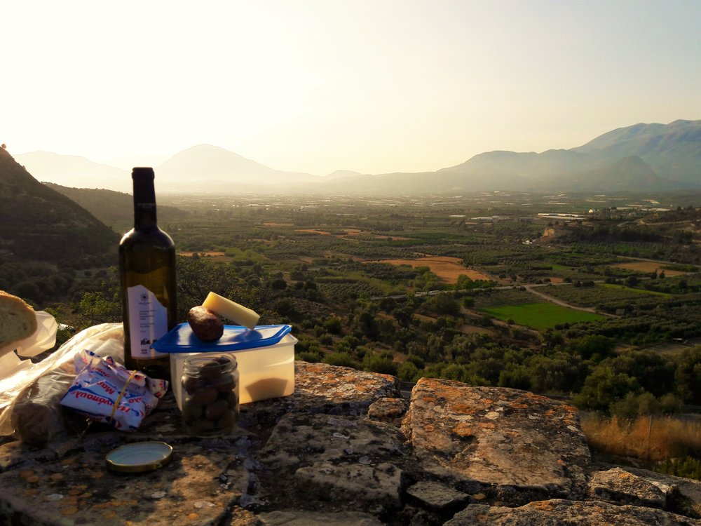 A picnic saves you a lot of money to save on your Europe budget trip.