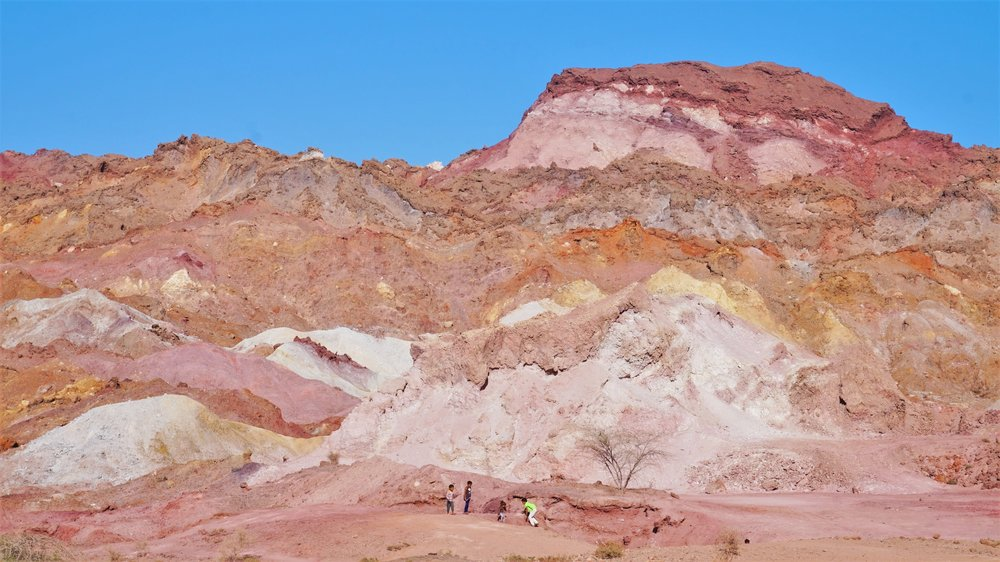 rainbow mountain hourmuz island iran-min.JPG