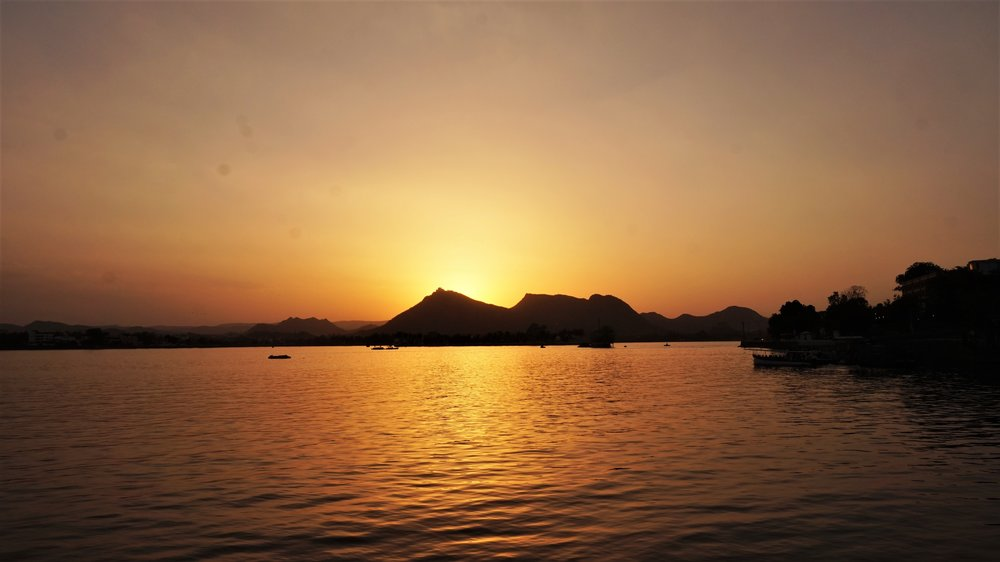 One of the best places to visit in Udaipur is the Fateh Sagar lake at sunset.