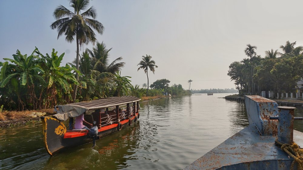The Alleppey backwaters tour by motorboat is one of the best ways to explore the Alleppey backwaters.