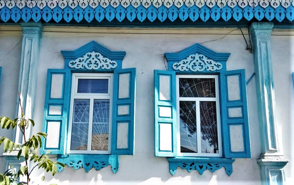 To see the windows in Karakol is one of the most awesome things to do in Kyrgyzstan.
