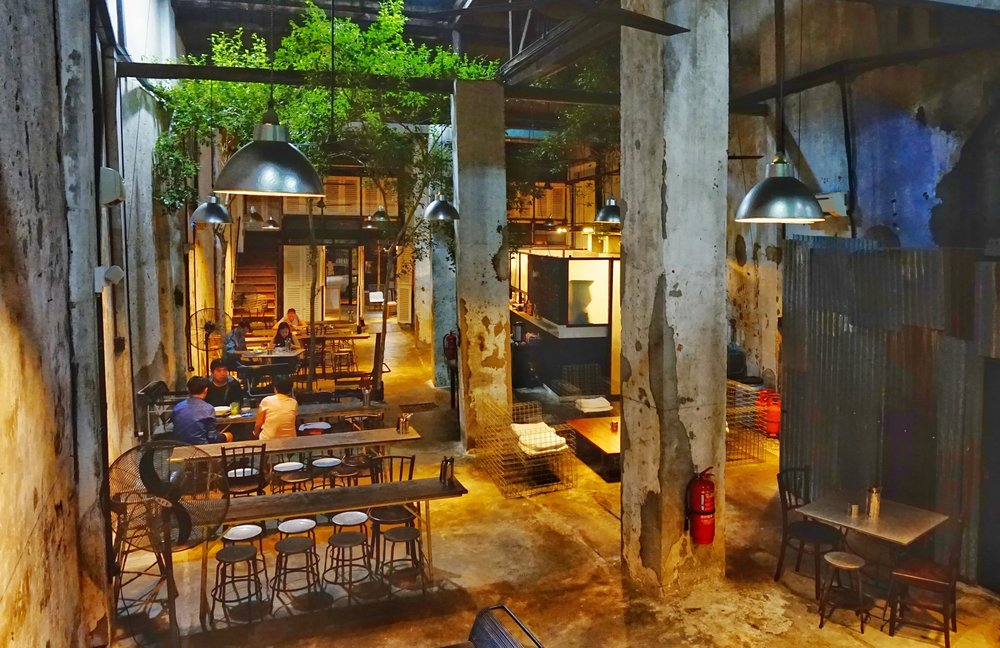 Visiting one of the many great cafes with amazing food is definitely one of the best things to do in Penang! Great healthy food is definitely featuring in your 3 days Penang itinerary.