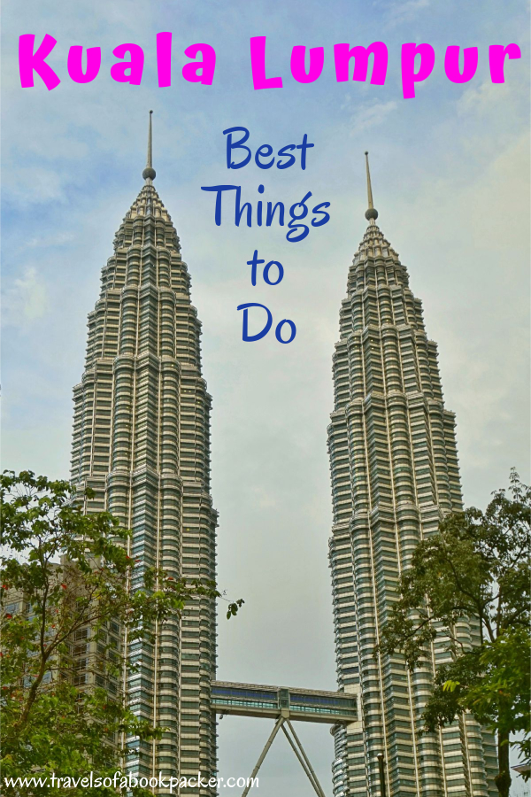 Backpacking in Malaysia? Read a detailed itinerary for 2 days in Kuala Lumpur. Includes details about where to stay in Kuala Lumpur with an infinity pool, best places to eat and things to do in Kuala Lumpur, Malaysia. #malaysia #kl #kualalumpur #asia #travel #petronatowers