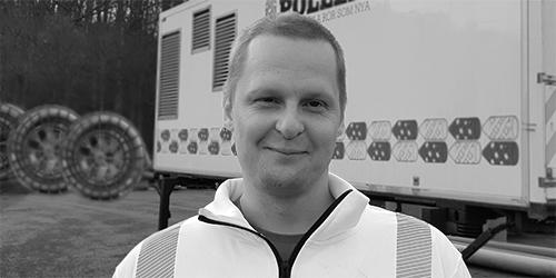 Fredrik Eckers Pollex hög uppl svartvit oskärpa 500x250.jpg