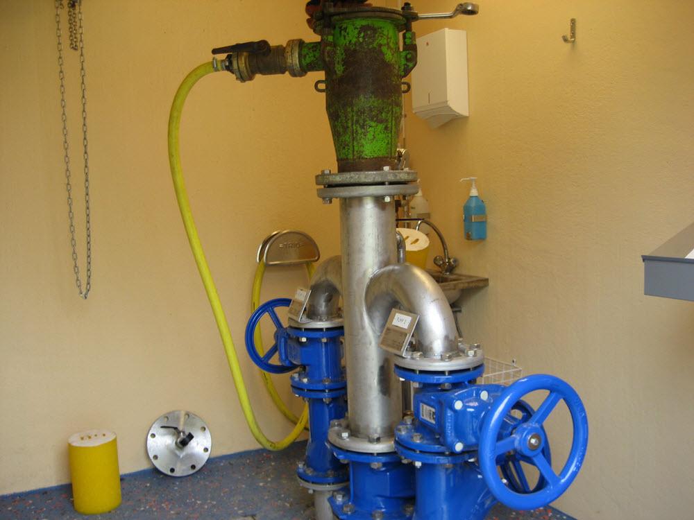 Starthyla monterad i pumpstation som är förberedd för Polly-Pig-rensning.