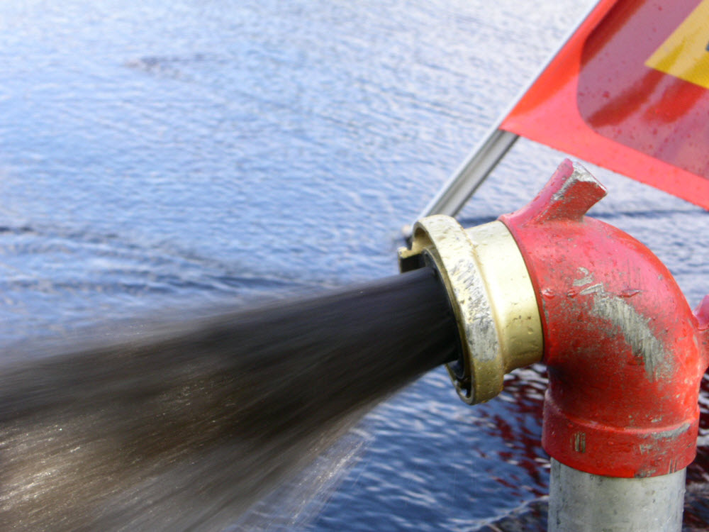 Så här ser det oftast ut när vi spolar ut sediment av järn och mangan som ansamlats i dricksvattennätet.