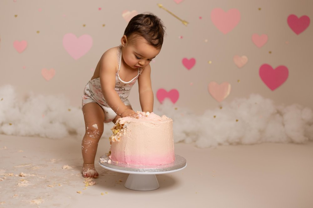 Lea-cooper-photography-cake-smash-photographer-1st-birthday-photos-willenhall-wolverhampton-west-midlands-birmingham-valentines-day-19.jpg