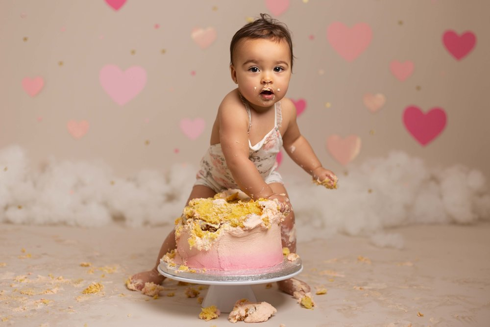 Lea-cooper-photography-cake-smash-photographer-1st-birthday-photos-willenhall-wolverhampton-west-midlands-birmingham-valentines-day-16.jpg