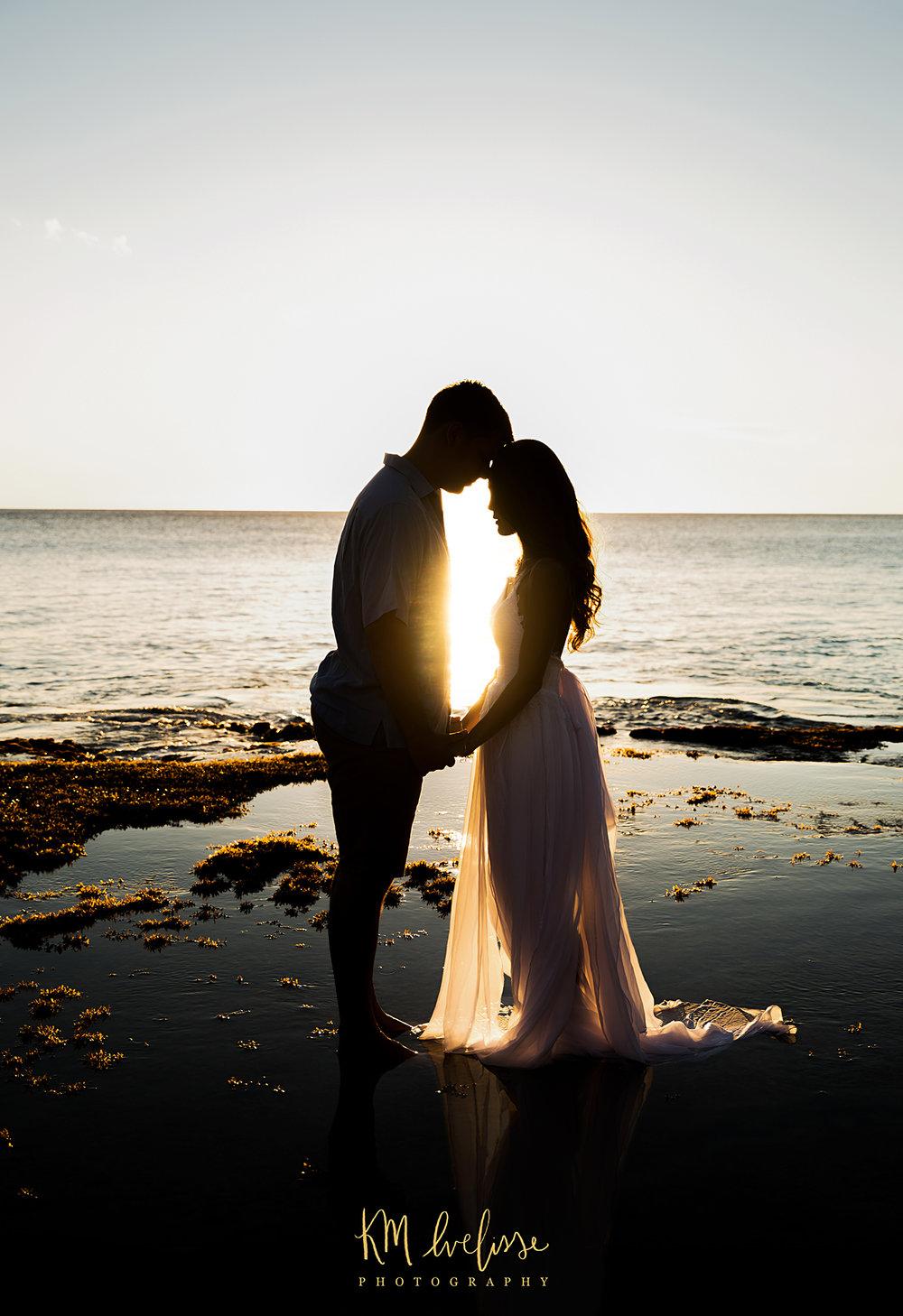 couples photo sunset love photography makua beach oahu hawaii KM Ivelisse Photographer