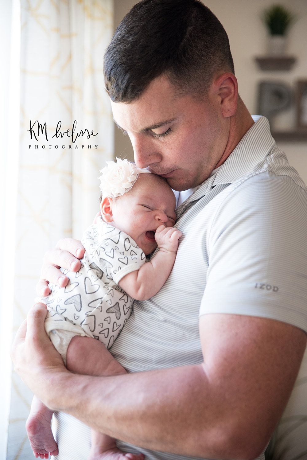 lifestyle newborn one month old photography daddy and daughter photo