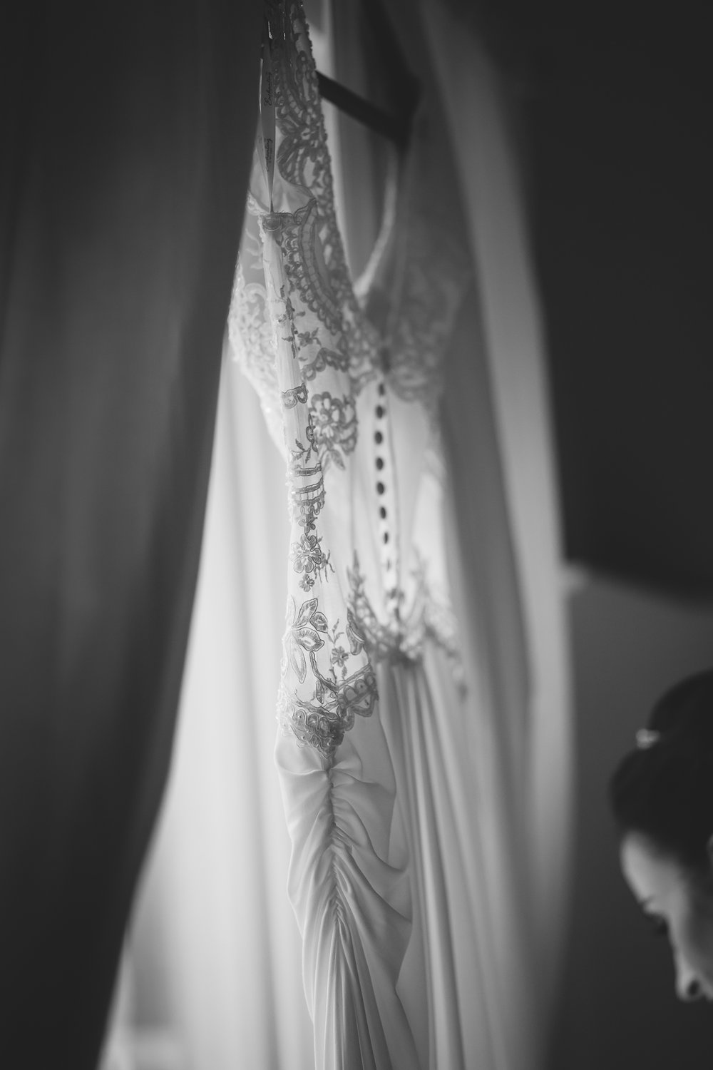 Amy D Photography- Barrie Wedding Photography- Bride Getting Ready- Muskoka Wedding Photography- Best Wedding Photographers (121 of 130).jpg