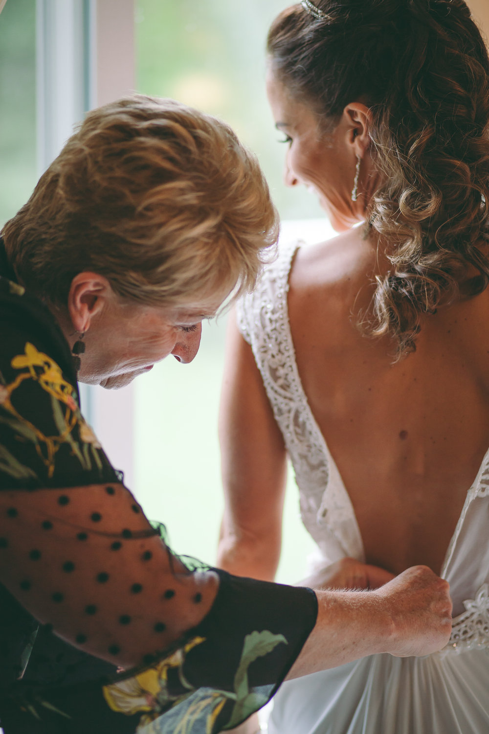 Amy D Photography- Barrie Wedding Photography- Bride Getting Ready- Muskoka Wedding Photography- Best Wedding Photographers (106 of 130).jpg