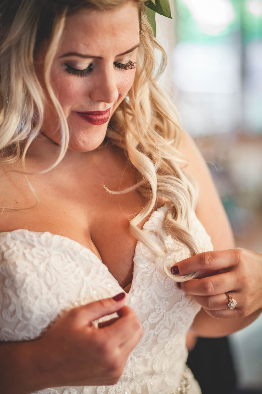 Amy D Photography- Bride and Groom Pose- Bride Pose- Wedding Poses- Wedding photography- Barrie Wedding Photography- Country Wedding- Getting Ready- Bride Getting Ready (9 of 76).jpg