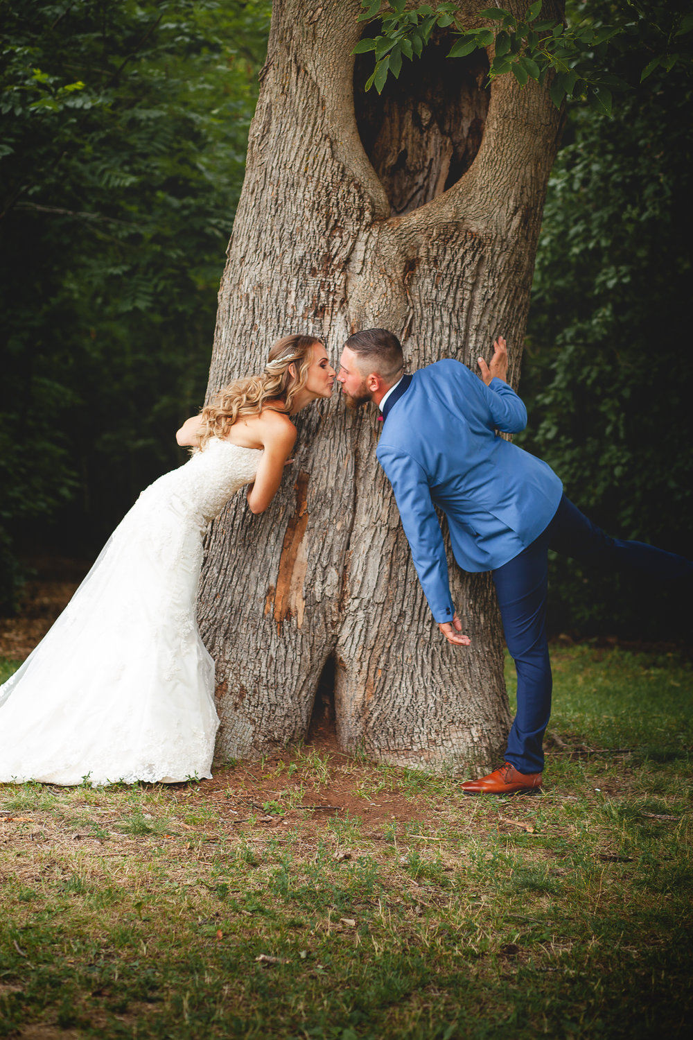 Barrie Wedding Photography- Amy D Photography- Bride and Groom Poses- Snow Valley Wedding- Bride Pose- Groom Pose- Wedding Photography Poses-22.jpg