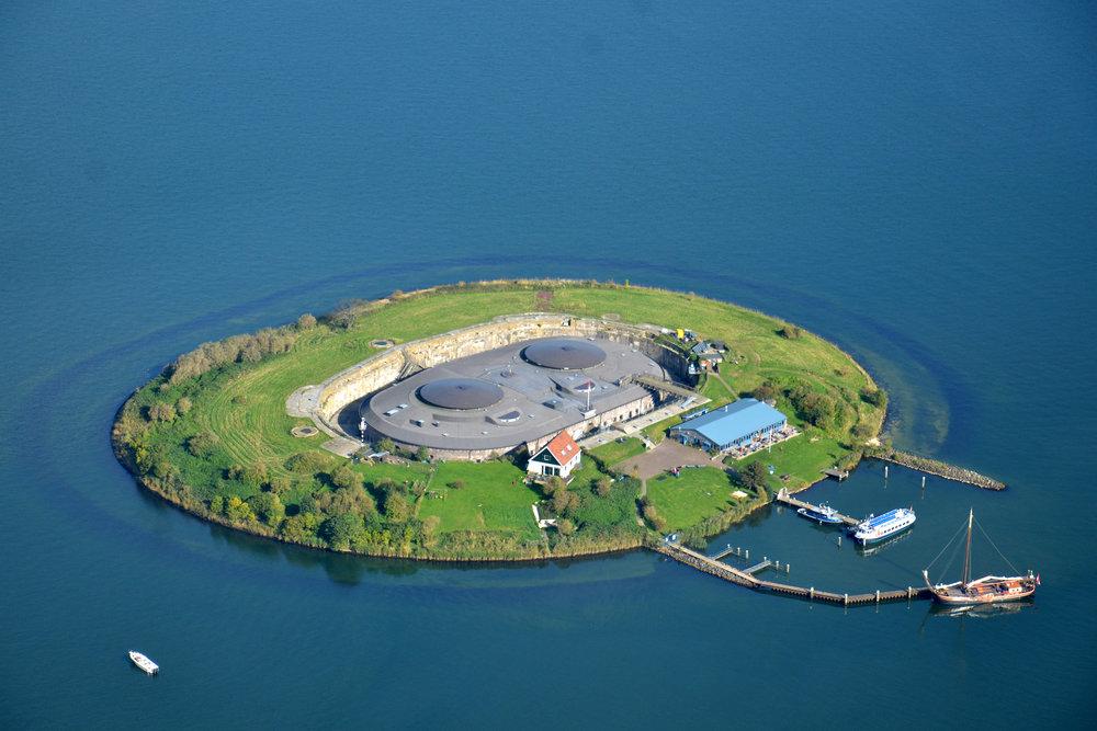 Kamperen met prachtig uitzicht over het IJmeer op Forteiland Pampus