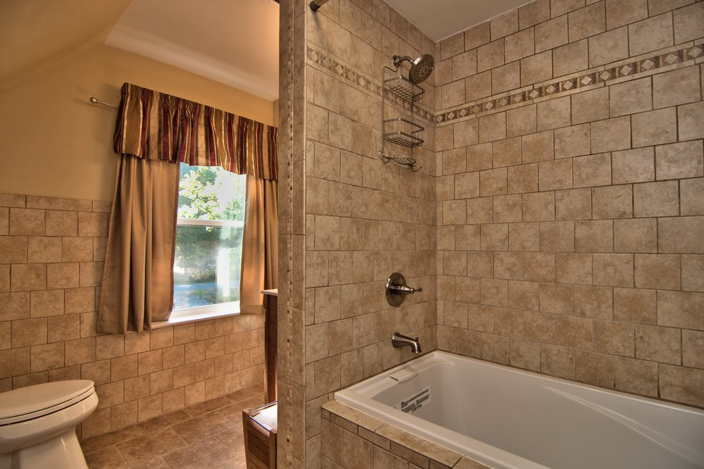 2nd Floor Bath View 2.jpg