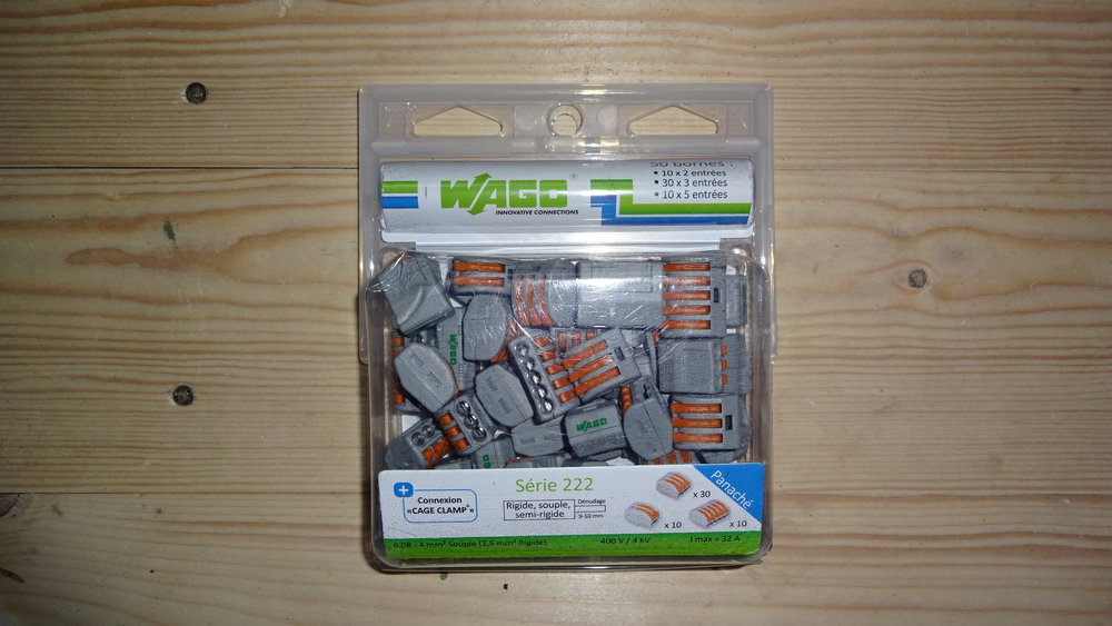 o) I purchased some Wago connector blocks. These are effectively two and three-way connecting terminals for quickly and easily connecting cables. For this fitting we will need 2 x two-way connectors and 1 x three-way connector