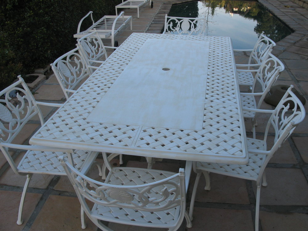 Verona 8 seater table with Vienne carvers