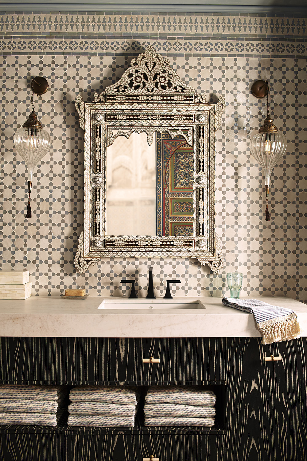 Black and White Ebony Vanity Steve Marshall - Design Kati Curtis for DXV - Photography Earl Kendall - Styling Jim Goulet