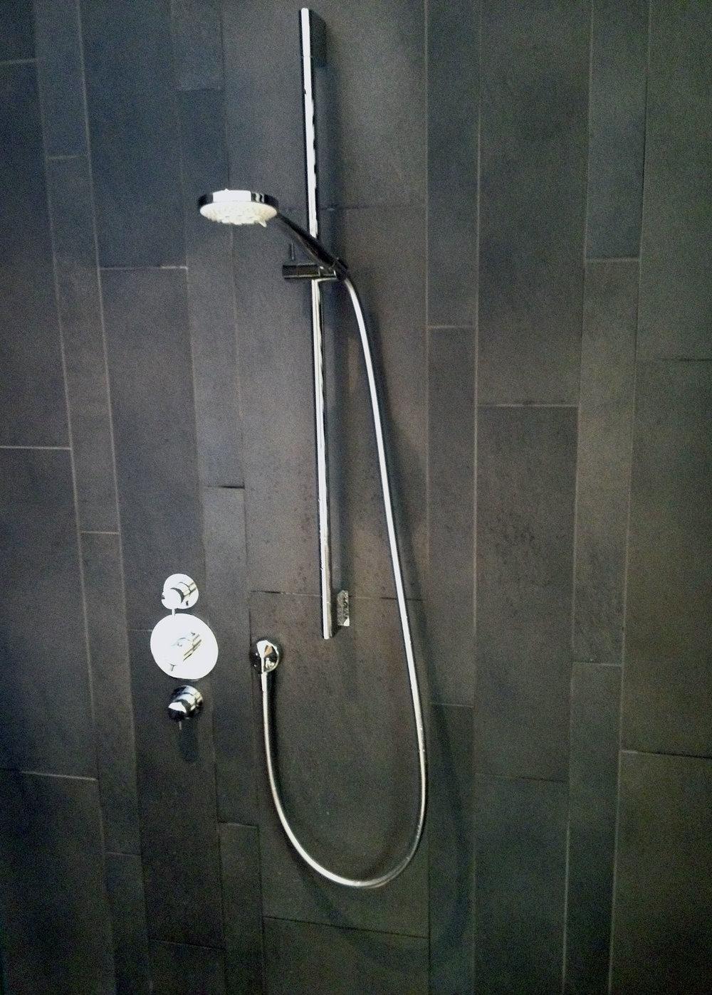 Bathroom 2 copy.jpg