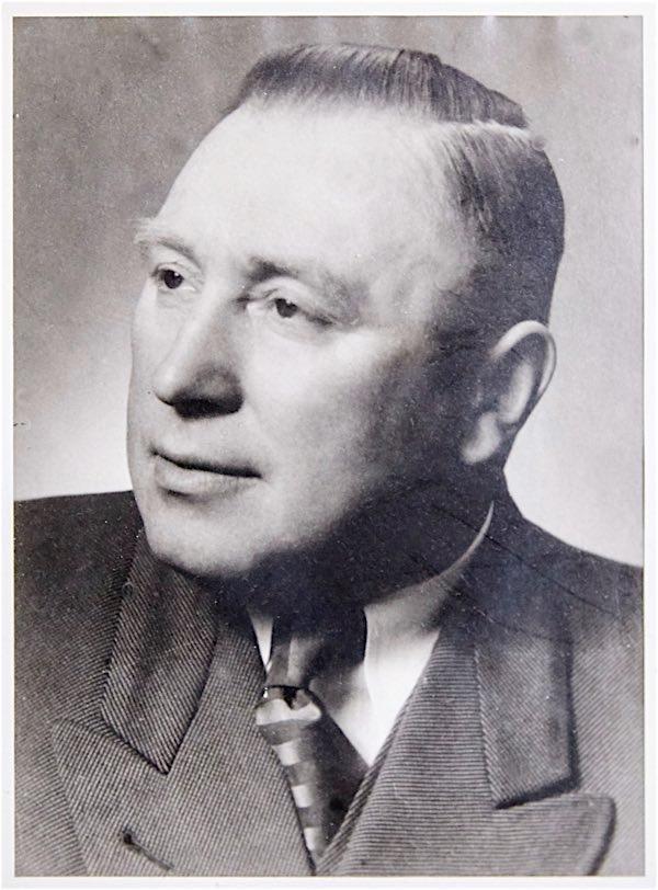 Friedr. Vehling sen. - Gründet 1935 das Transportunternehmen Friedr. Vehling, führt die Geschäfte bis in die Nachkriegszeit und spezialisiert sich auf Transportleistungen im landwirtschaftlichen Raum.