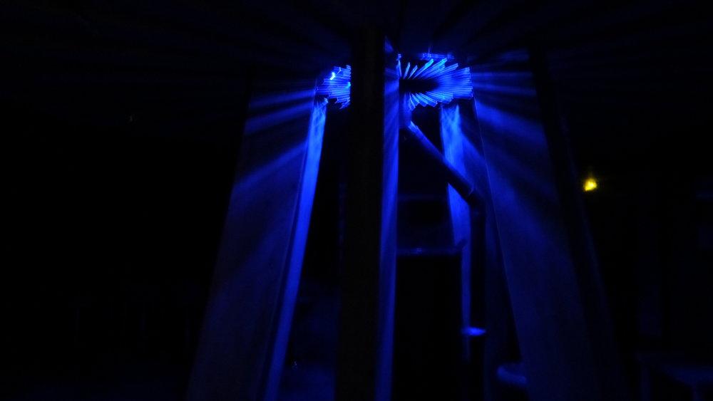 """The night-time interior of the Centaur spinning dome house   Vernissage, Résidence et voyages 1800 milles    1er mars 2019   La soirée d'ouverture de'text - message : ilud - nuntius' a été très suivie et a coïncidé avec l'arrivée des artistes pour notre première résidence ; un atelier de trois jours sur 'l'Arbre de vie', utilisant les enseignements de la Société de la Kabbale (PAS MADONNA!) et diverses techniques telles que la gravure, une écoute approfondie, une médiation active et animée, des débats animés. Le premier de nombreux échanges d'idées et débuts de travail, grâce à Lydia, Morgan, Marie, Paul et Big Morgan.  Après une séance, nous sommes tombés sur un cheval mort ; nous avons été profondément choqués et, au coin de la rue, un poney Shetland a tiré une charrette remplie d'enfants qui riaient, un exemple extraordinaire des cycles de la vie et de la mort. Nous sommes ensuite allés dans notre photothèque locale pour regarder le film """" Le Facteur Cheval """", peut-être le film le plus triste que j'ai vu et auquel j'ai participé en groupe en pleurant - tout le monde pleurait et criait - mais c'était un film merveilleux. Nous prévoyons une visite de son palais au mois d'août.  A la fin de la résidence, nous sommes immédiatement partis pour le Royaume-Uni, nous nous sommes arrêtés à mi-chemin pour que la """" petite """" Morgan retourne à Orléans, ce qu'elle a fait avec joie et en toute sécurité - les autres ont voyagé en bus, en train et en voiture Blah Blah. Nous sommes ensuite partis au sud d'Evereux pour séjourner dans une maison écologique en bois, du genre baba yaga, mais beaucoup plus glamour où nous cuisinions ensemble et où l'on m'a donné une leçon de méditation ambulante en billard et stratège - merci Karen et Bruno. Morgan a parcouru au moins 250 miles sur le trajet. Le prochain billet passera en revue le côté britannique du voyage et les spectacles de Koons et Bonnard à Oxford et à Londres.  Traduit avec www.DeepL.com/Translator"""