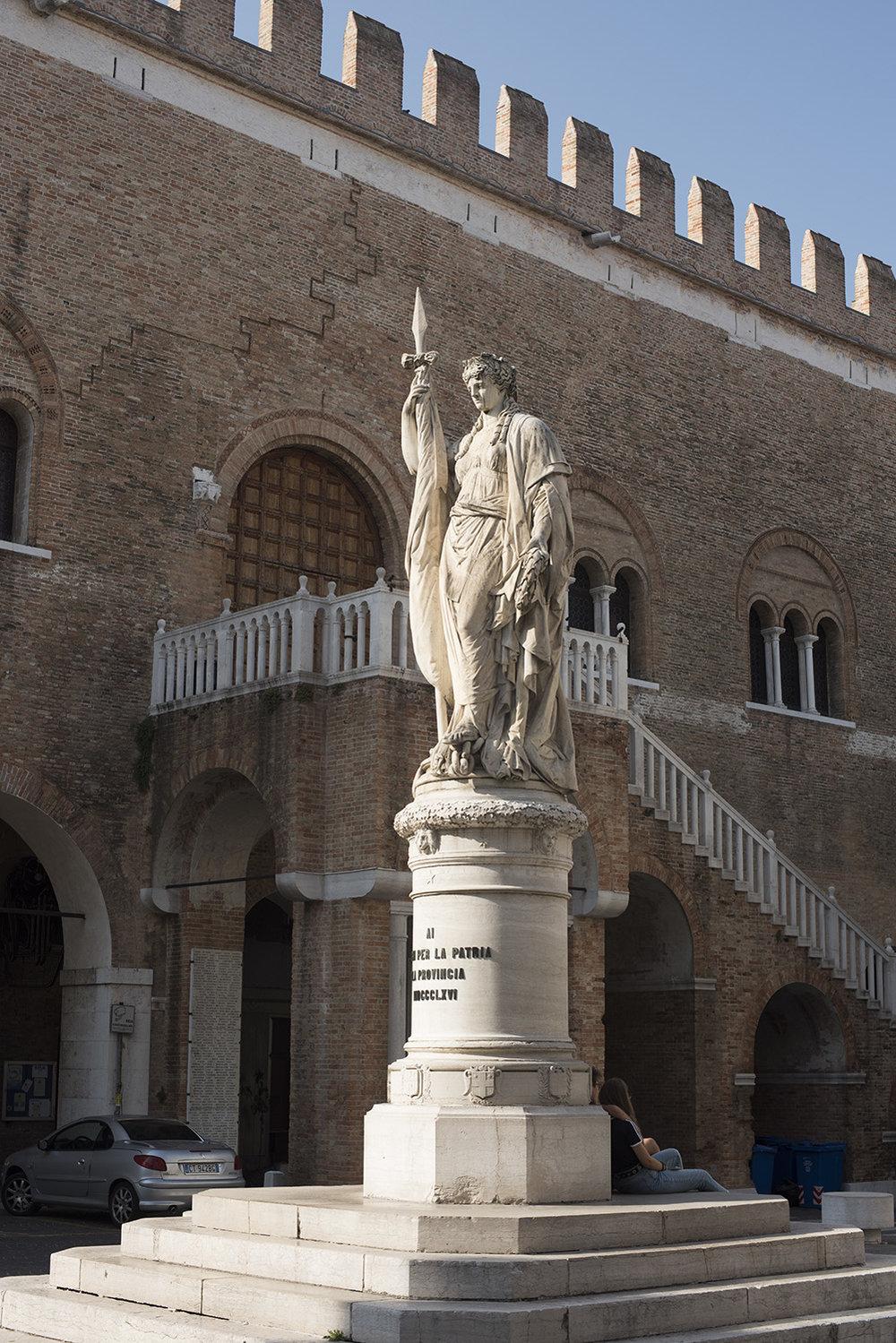 AS17-02080 Teresona - monument, Treviso, Veneto