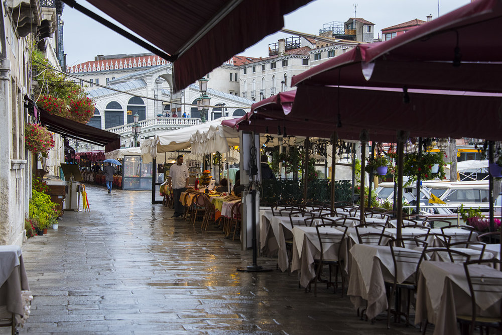 Rialto bridge and nearby restaurants - in the rain