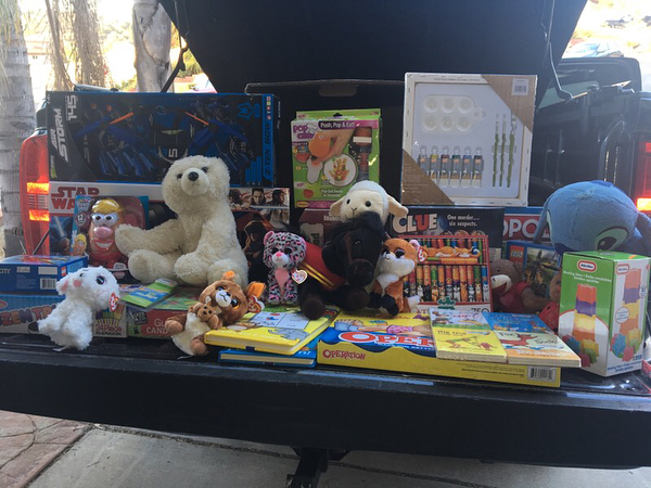 This past weekend KarmaHope received these wonderful donations from Shaun, a community leader in La Jolla, and then passed them along to the Fred Finch Youth Center to be given out this holiday season 🎄🎁 We are happy to know that we are helping to make a difference in a child's Christmas this year! 😊 As we prepare for the new year and all of our upcoming fundraisers and donation events, we wish you all a Merry Christmas and a happy new year! ❤️ #karmahope #sandiego #nonprofit #helpmakeadifference #seasonsgreetings #merrychristmas #happynewyear ✨