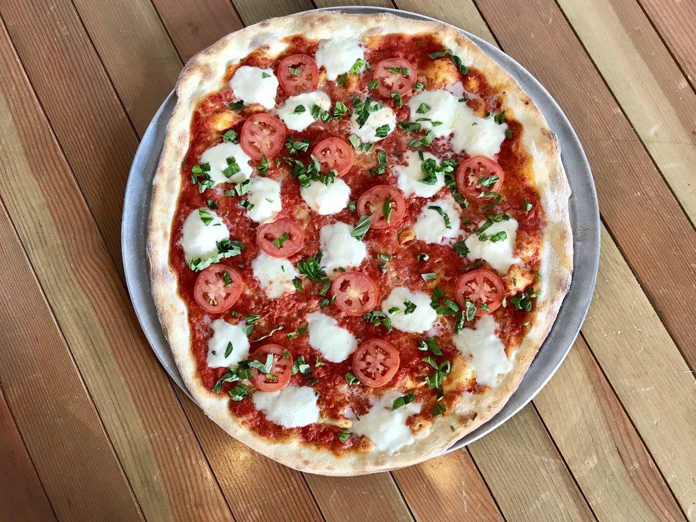 Vito'sPizzaSantaMonica_Vito.jpeg