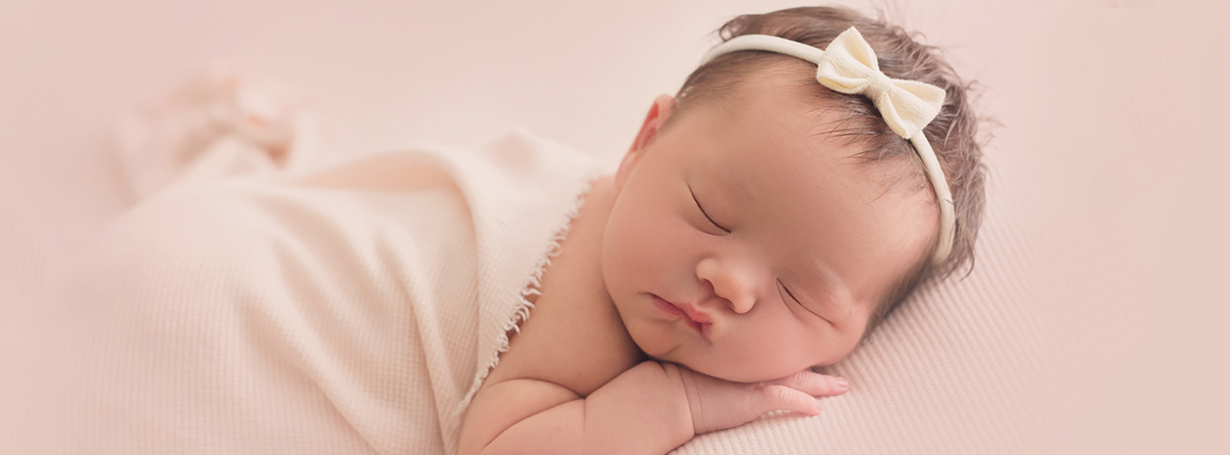 Timeless organic newborn baby photography