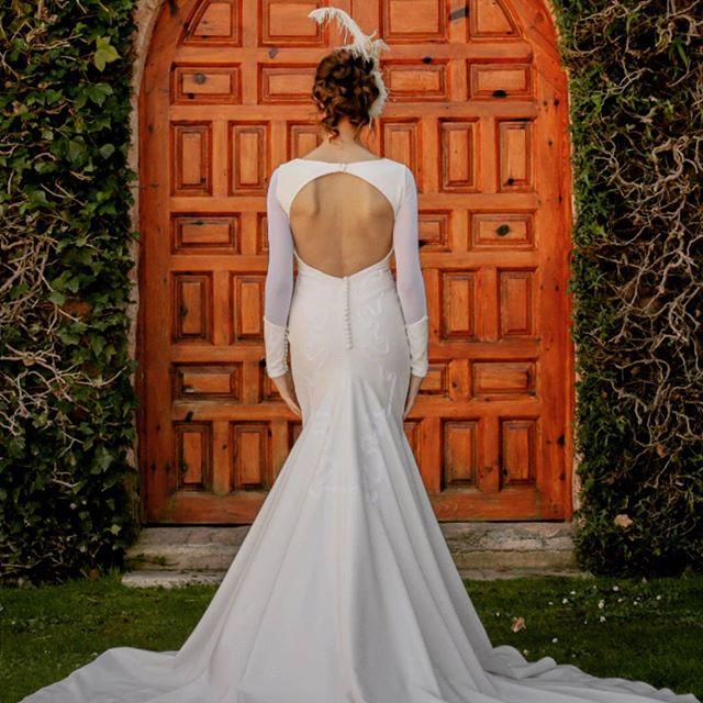 ✨ Vestido: NENUFER - MOD-NCA 112 ✨ . Photo by @refugiocreativoproducciones  Tocado: @nilataranco . #noviasoriginales #noviamadrid #amedida #bodamadrid #modanupcial #noviaamedida #noviasconestilo #noviasdiferentes #noviasmadrid #invitadaperfecta #costuraamedida #vestidodenovia #Vestidodamadehonor #ModaMadrid #nilatarancodesign