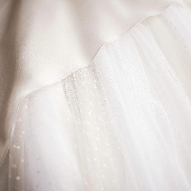👰 Tul Plumeti, la estrella de los vestidos de novia.  Y tu que prefieres: Tul, Chantilly, Mikado, Satén, Seda, Guipur ? . Vestido: PONTEDERIA - MOD-NCA 114 Photo by @refugiocreativoproducciones . #noviasoriginales #noviamadrid #amedida #bodamadrid #modanupcial #noviaamedida #noviasconestilo #noviasdiferentes #noviasmadrid #invitadaperfecta #costuraamedida #vestidodenovia #Vestidodamadehonor #ModaMadrid