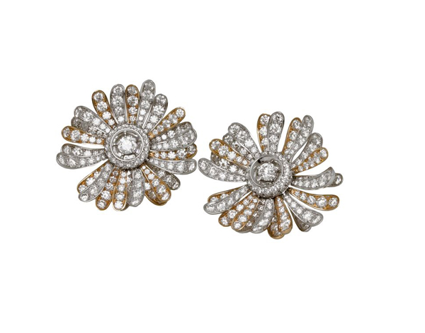 High Jewellery earrings in white and pink gold with 2 round brilliant cut diamonds (1.82 ct) and pavé diamonds (27.47 ct).