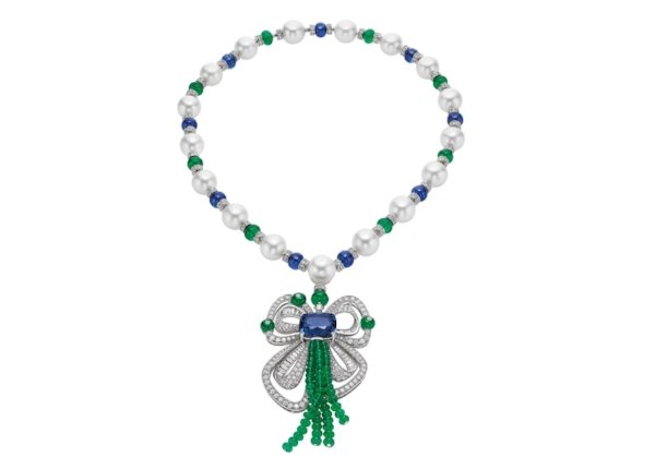 High Jewellery necklace in platinum with 1 cushion Sri-Lanka sapphire (19,31 ct), 17 South-sea pearls, 82 beads emerald (53,90 ct), 9 beads sapphires (31,62 ct), 40 fancy diamonds and pavé (13,87 ct)