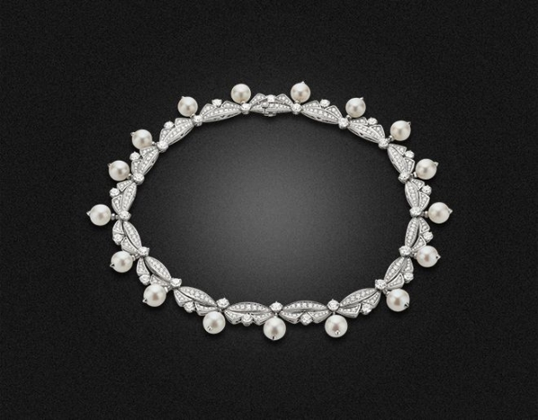 High Jewellery necklace in white gold with 17 pearls and pave diamonds (17,35 ct)