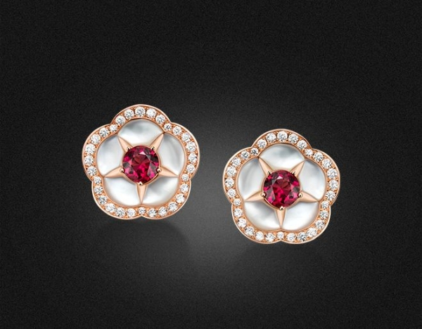 High Jewellery earrings in pink gold with Mother of pearl, 2 round cut Rubellites (1.65 ct) and pave-set Diamonds (D – F  IF – VVS  0.95 ct)