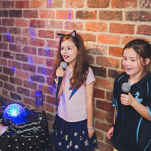 Singalongs in Kids Disco Party