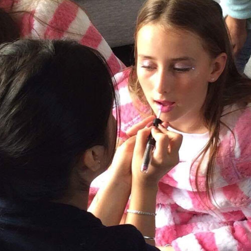 Make Up In Pamper Party