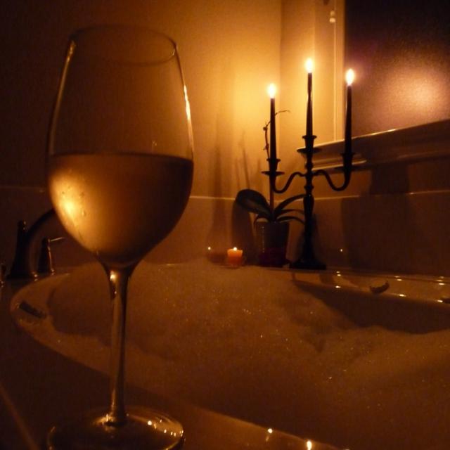 bubble_bath_and_wine-385.jpg