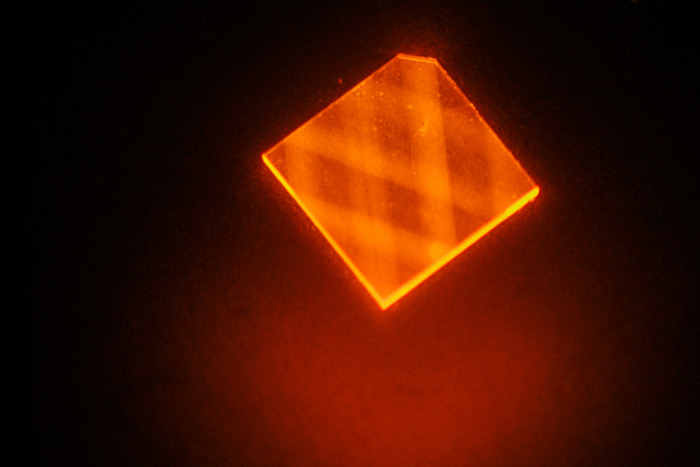 Criss-crossing light: a laser beam bounces inside a tiny diamond.