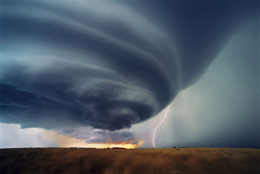 The Weird Cloud Atlas...Mandatory Credit: Photo by Science Photo Library / Rex Features (1815511p) Supercell thunderstorm The Weird Cloud Atlas *Full story: http://www.rexfeatures.com/nanolink/hscd Supercell thunderstorms rotate with immense energy, causing a strong updraft and severe weather, including tornadoes, hail, heavy rain, lightning and heavy winds.