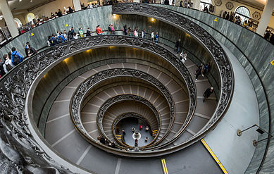 Vatican_Museums_Spiral_Staircase_2012.jpg