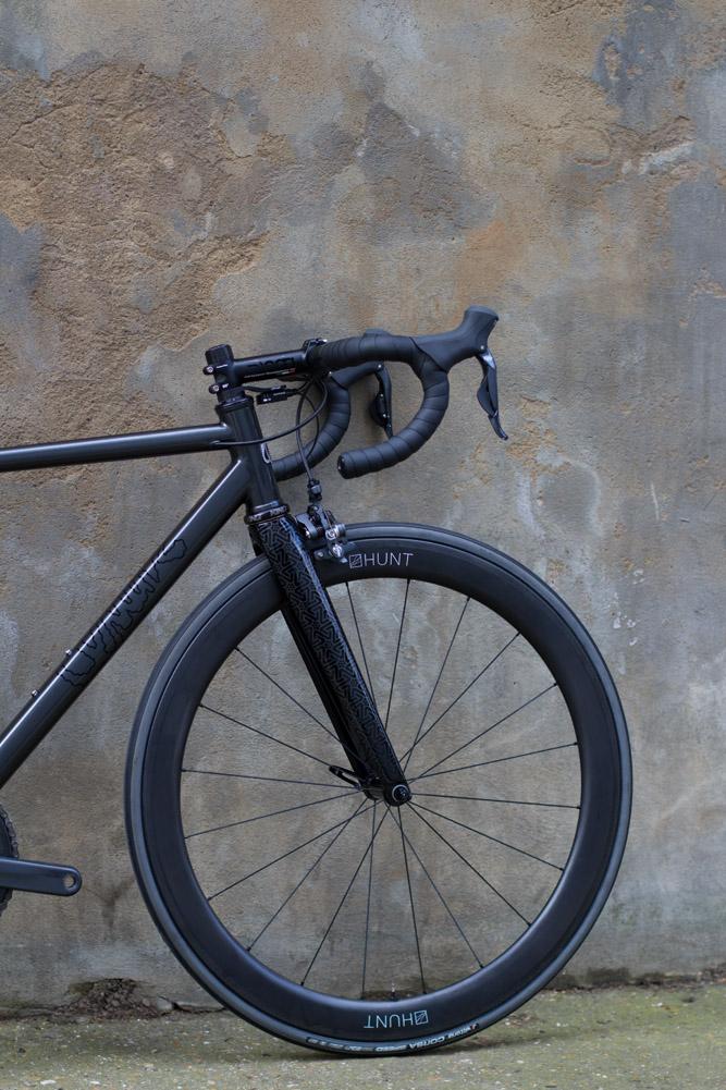 quirk_cycles_wisebuds_stealth_road__02.jpg