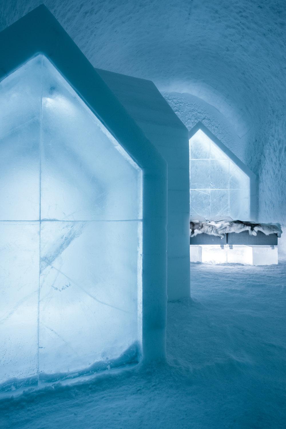 Blue Houses, ICEHOTEL 365. Photo: Asaf Kliger