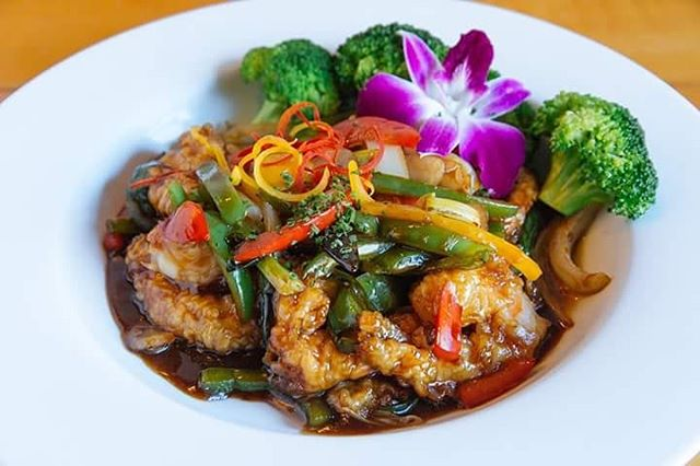 Lunch is calling for a wholesome and warming meal -- Try our Szechwan Shrimp with a side of white or brown rice! You'll be glad you did... #szechwan #seafood #mikadothaipepper #delicious