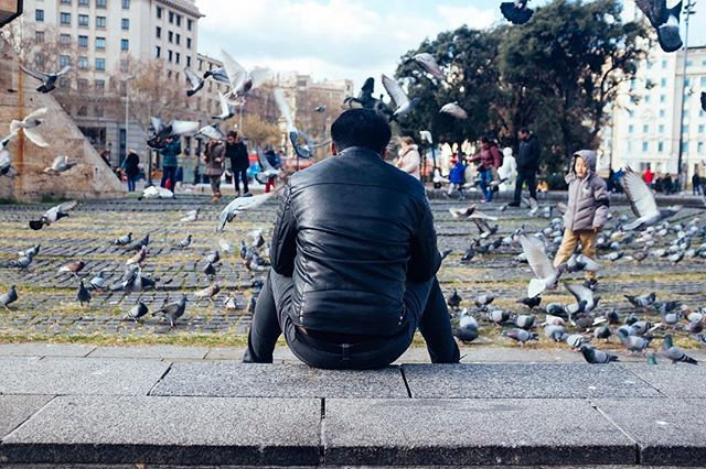 Taking a break. #x100f #fujiprovia100f #vscofilter  #barcelona #placadecatalunya #birds #pigeons